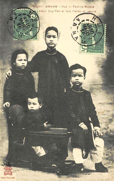 DuyTan_voi_chi_va_em_1910