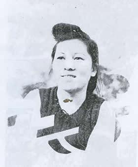 Cô Nông thị Xuân sau đổi là Nguyễn Thị Xuân,  sinh năm 1932, mất năm 1957.  Chụp cuối năm 1956 tại Hànội sau khi đẻ Nguyễn Tất Trung