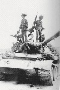 Chiến xa CSBV bị Nhảy Dù VN bắt sống tại Hạ Lào
