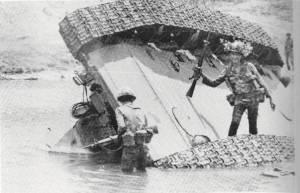 Chiến xa CSBV bị Nhảy Dù VN bắn cháy tại Hạ Lào