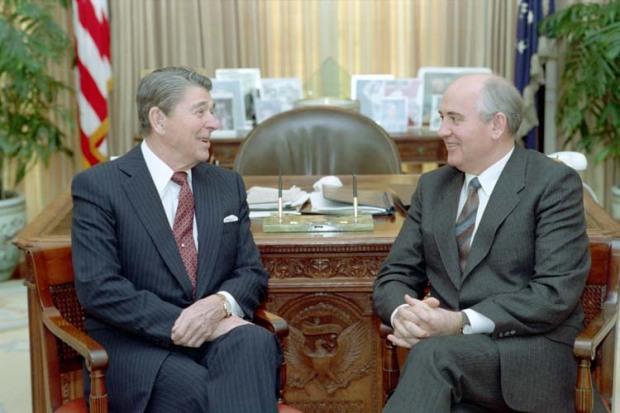 Gorbachev và  Reagan tại  tòa Bạch Ốc