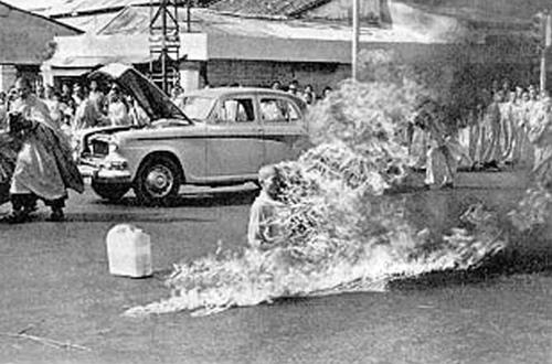 Đại đức Thích Quảng Đức tự thiêu ở Sài Gòn