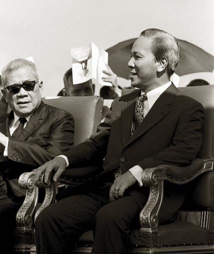 November 1972 Tổng Thống  Nguyễn Văn Thiệu - Phó tổng thống Trần Văn Hương
