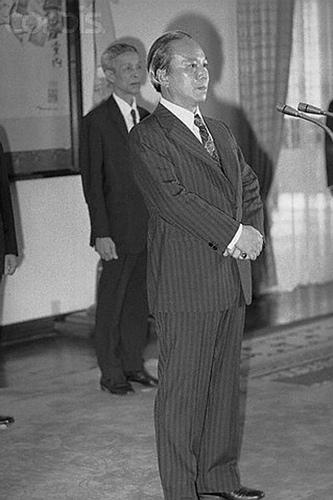 21 Apr 1975  Tổng thống Thiệu từ chức