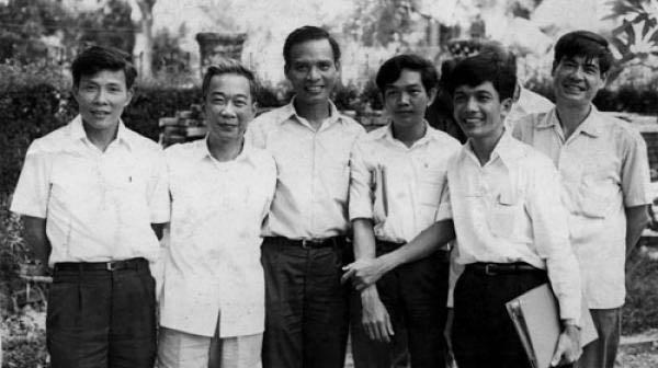 Lý Chánh Trung, Tố Hữu, Lê Quang Vịnh, Lê Văn Nuôi, Huỳnh Tấn Mẫm, Nguyễn Đình Thi..