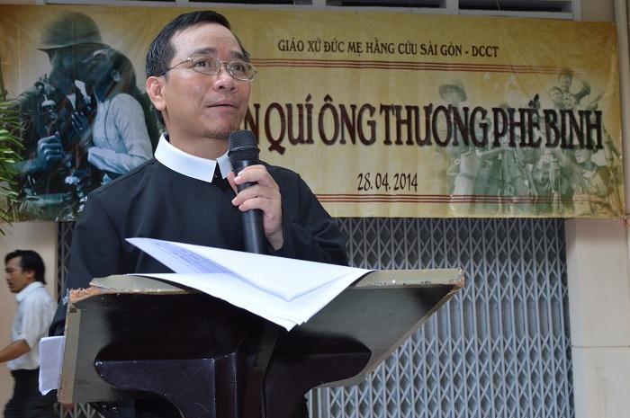 Cha Antôn Lê Ngọc Thanh, người dẫn chương trình trong buổi Tri ân