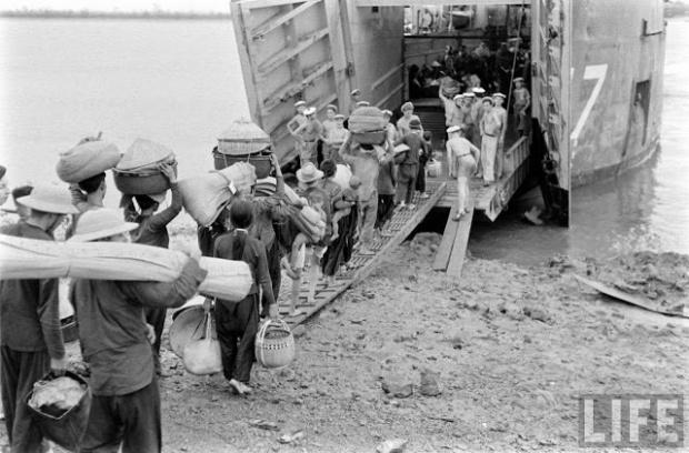 """Những người may mắn vượt thoát trong cuộc """" Di Cư 1954 """" vào Nam"""