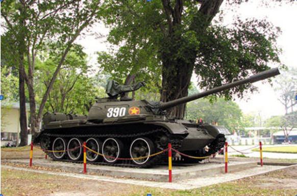Ảnh chiếc xe tăng 390 trong số hàng loạt xe cùng sô đang có khắp nơi