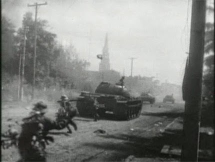 Tank Cộng Sản Bắc Việt tiến đánh Buôn Mê Thuột