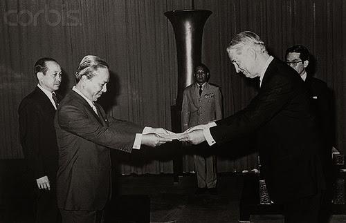 viện trợ cho VNCH. Đại sứ G. Martin trình ủy nhiệm thư tháng 7/1973
