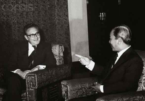 TT Nguyễn Văn Thiệu & H. Kissinger