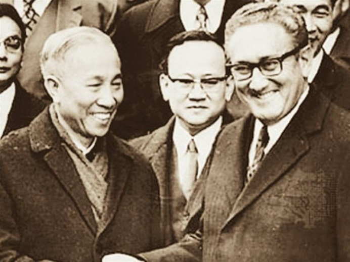 """""""Đi đêm """" giữa Lê Đức Thọ & H. Kissinger"""