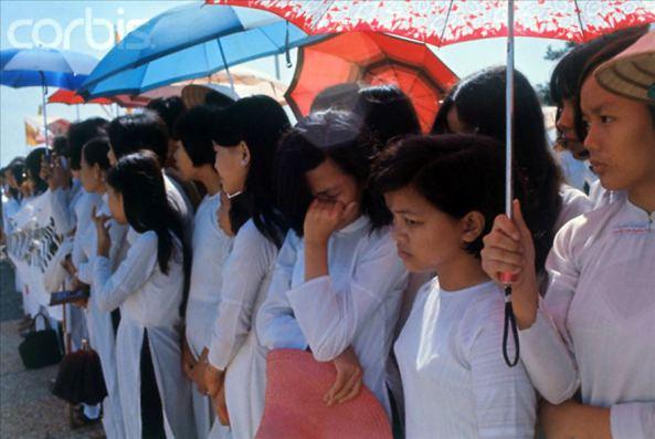 Học sinh trường Quốc Gia Nghĩa Tử tham dự lễ Quốc Khánh 1/11/1969 tại Nghĩa trang Quân đội Biên Hòa.