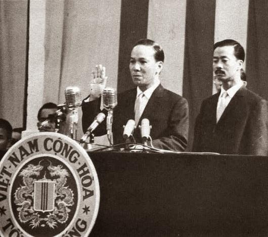 TT NV Thiệu + PTT N C Kỳ tại lễ tuyên thệ nhậm chức , July 1967