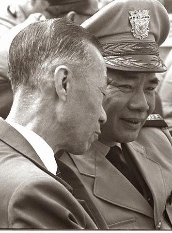 BS Trần Văn Đỗ và Trung Tướng Phạm Xuân Chiểu TTK/UBLĐQG 1967
