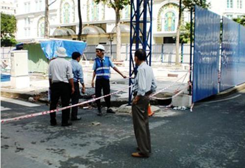 Tác giả thẫn thờ đứng nhìn công trường Lam Sơn đang bị phá bỏ