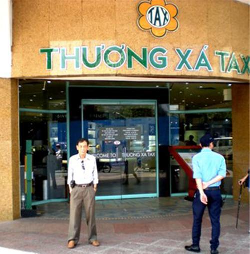 Văn Quang trước Thương Xá Tax ngày 25-8-2014.