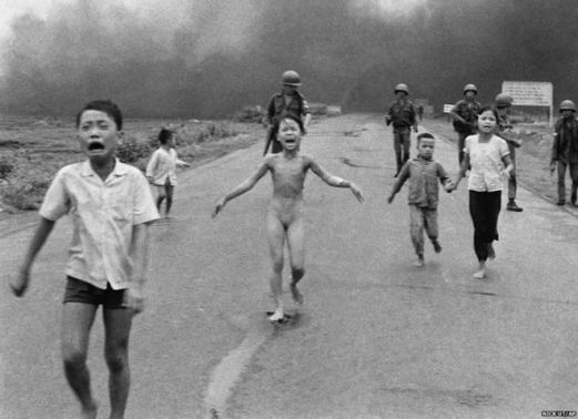 Bức ảnh 'Em bé Napalm' được báo chí dùng nhiều trong Cuộc chiến Việt Nam.