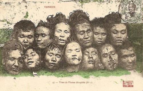 Bọn thực dân Pháp chụp ảnh 13 thủ cấp các liệt sĩ Việt Nam Quốc dân Đảng để làm bưu thiếp.