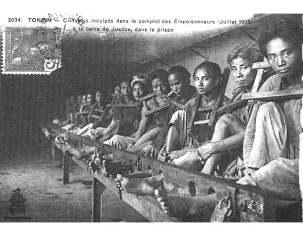 Tù nhân Việt Nam. Ảnh chụp năm 1908.