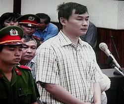 Hình chụp qua TV phóng viên Nguyễn Văn Hải của báo Tuổi Trẻ tại Toà án nhân dân Hà Nội ngày 15 tháng 10 năm 2008. Phóng viên này bị khởi tố vì tố cáo vụ tham nhũng PMU18. AFP photo