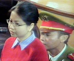 Hình chụp từ tivi Luật sư Lê Thị Công Nhân tại phiên toà phúc thẩm hôm 27-11-2007 ở Hà Nội. AFP PHOTO