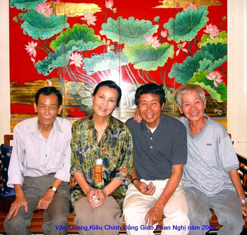 Từ trái qua: Văn Quang, Kiều Chinh, Đằng Giao, Phan Nghị năm 2004