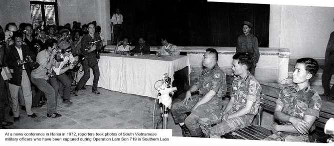 Đại tá Nguyễn Văn Thọ Lữ đoàn trưởng LĐ3 Nhảy Dù bị bắt tại Hạ Lào ngày 25-2-1971 cùng các sĩ quan Dù khác đang được đưa ra trình diện trước báo chí ở Hà Nội