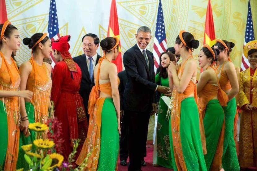 Obama-VNgirls